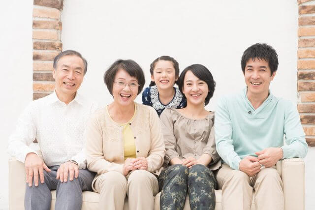 祖父母と両親と子供