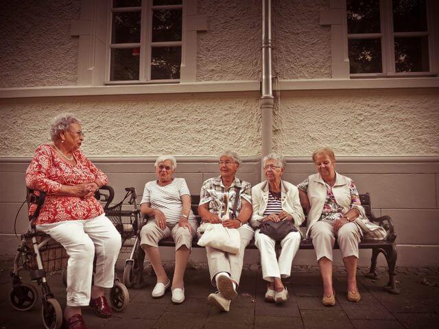 年金 で 老人 ホーム 入れる 国民