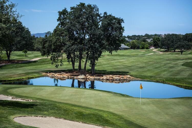 ゴルフの池