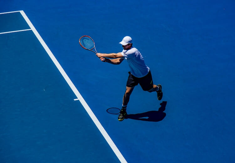 男子テニスプレーヤー