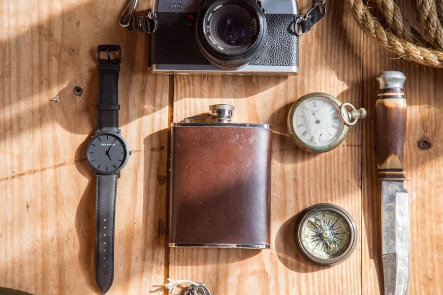 時計やナイフカメラ